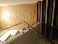 Balustrada sticla securizata cu mana curenta din lemn